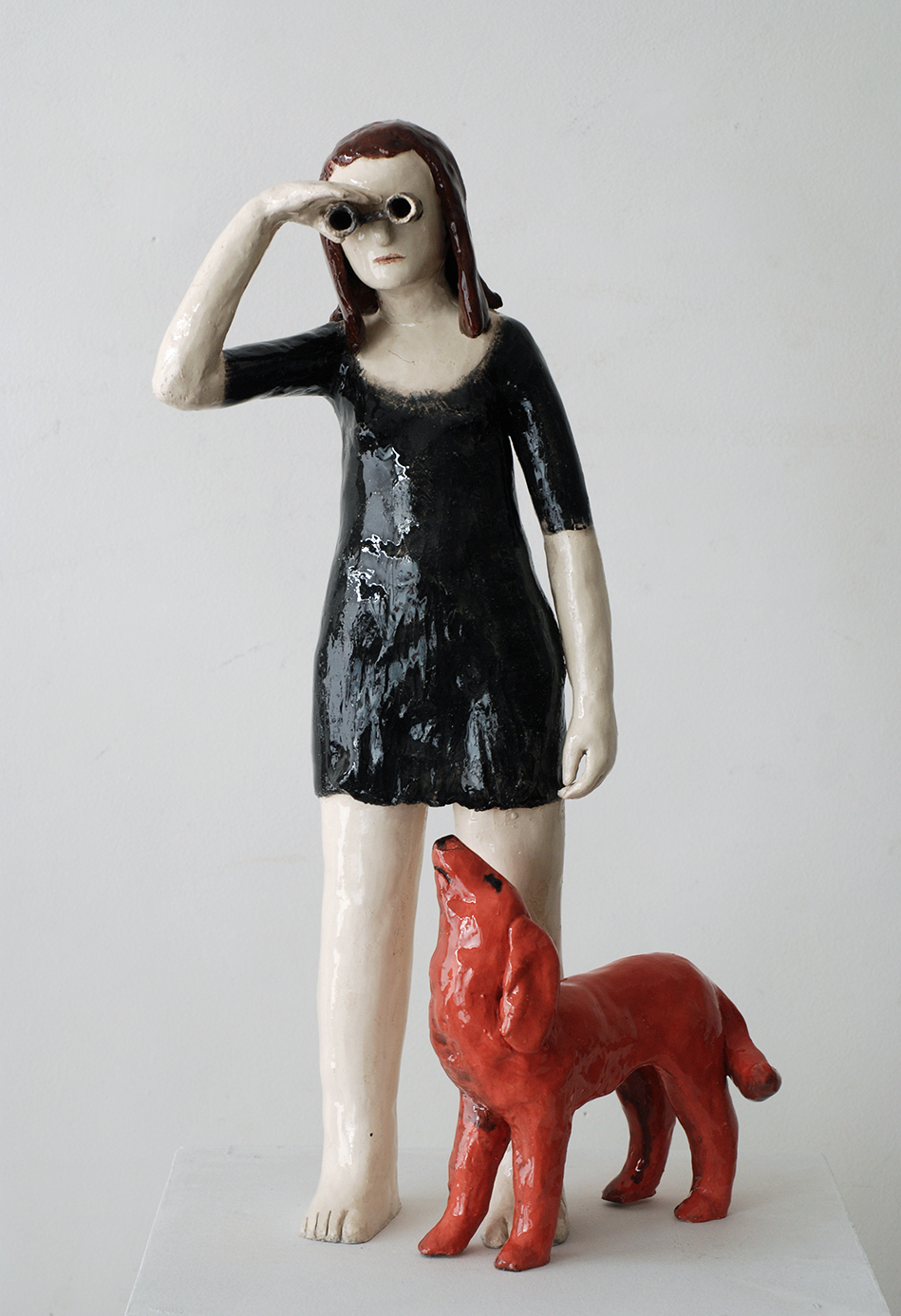 Le chien rouge faience emaillee 29x53x21cm